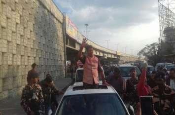 कारों के मामले में किसी CM से भी आगे है ये MLA, लग्जरी सेडान से लेकर SUV तक चलती है काफिले में
