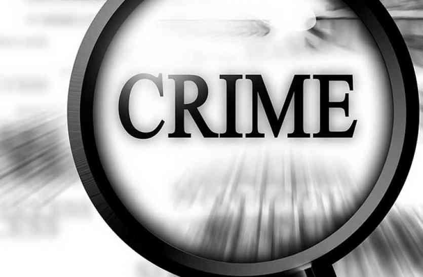 चाकू की नोक पर महिला का बलात्कार करने वाले बदमाश का जुलूस