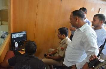 पुलिस की नाक के नीचे बदमाश ने पासवर्ड से एटीएम खोला और उड़ा ले गए 1.90 लाख रुपए