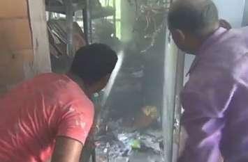 विकास भवन के रिकार्ड रूम में लगी आग, धूँ धूँकर जल गए दस्तावेज, अफसर जान बचाकर भागे