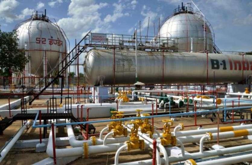 पेट्रोल-डीजल के दाम कम होने से तेल कंपनियों को 4500 करोड़ रुपए का होगा नुकसान