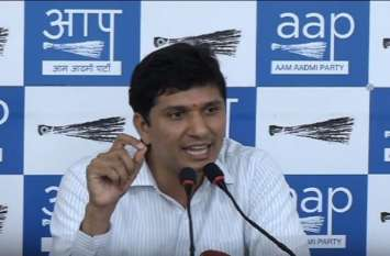 AAP ने मोदी सरकार पर बोला हमला, पेट्रोल पर 2.50 रुपए कटौती कर जनता को मुर्ख बनाने का प्रयास कर रही है सरकार