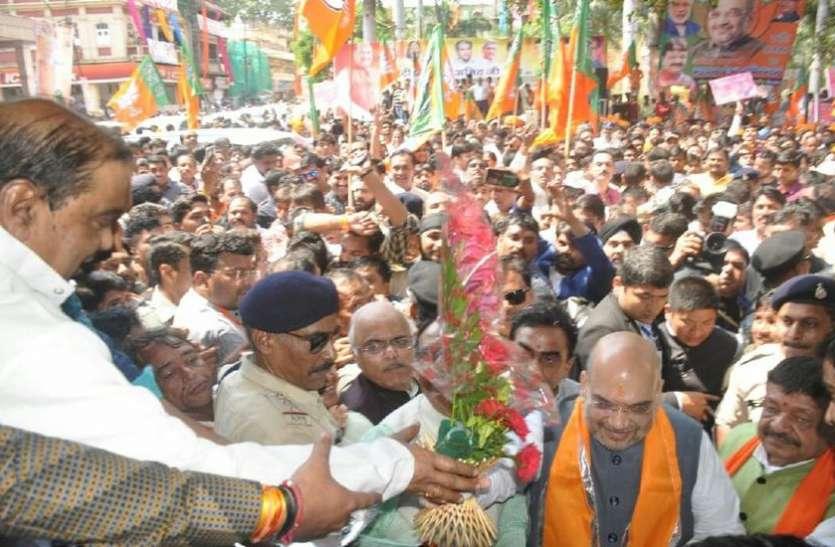 इंदौर में अमित शाह : राजबाड़ा पर महालक्ष्मी मंदिर में दर्शन के बाद देवी अहिल्या की प्रतिमा पर किया माल्यार्पण