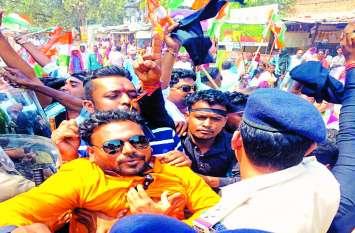 Chhattisgarh Election: सीएम को काला झंडा दिखाने निकले कांग्रेसी गिरफ्तार