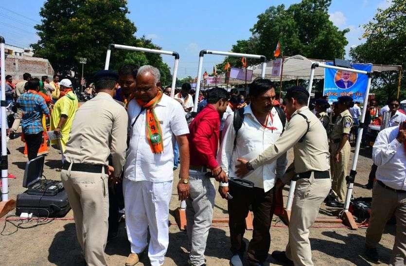 करणी और महावीर सेना कार्यकर्ताओं की सर्चिंग शुरू