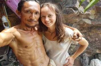 बिना कपड़ों के गुफा में रहता है यह शख्स, मिलने के लिए खिंची चली आती हैं महिलाएं