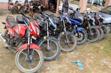 पुलिस ने किया वाहन चोर गिरोह का खुलासा, भारी मात्रा में पकड़ी चोरी की बाइक