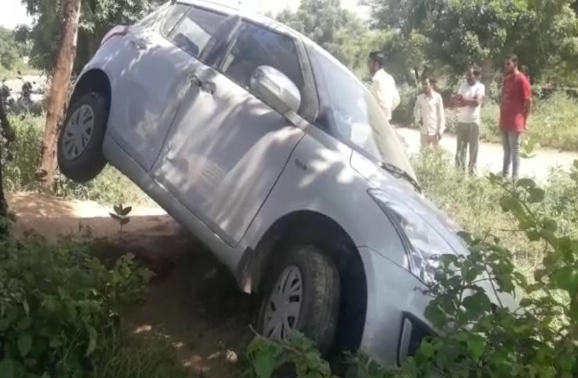 मासूम  को बचाने के चक्कर में ऐसे पलटी कार। जयपुर के प्रतापनगर में हादसा..देखे वीडियो..