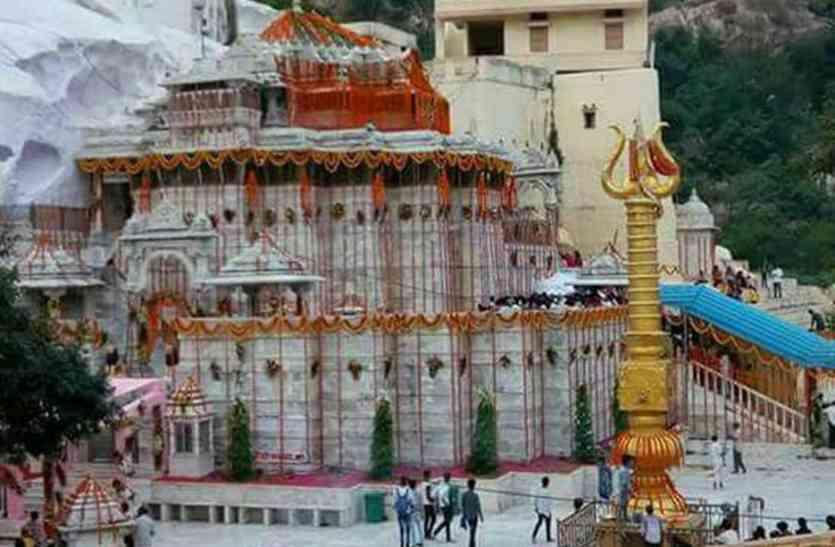 जोरों पर चल रही शारदीय नवरात्र महोत्सव की तैयारियां, सज-संवर रहे शक्ति मंदिर