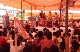 राहुल गांधी की मनियां सभा में दिखा ब्रज संस्कृति का रंग, जनता का इस तरह किया गया मनोरंजन