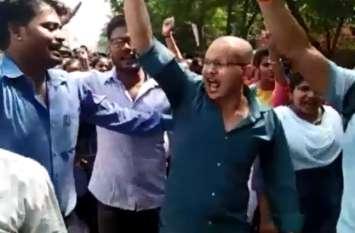 बीटीसी की परीक्षा निरस्त होने से फूटा अभ्यर्थियों का गुस्सा, फैजाबाद-लखनऊ हाईवे किया जाम