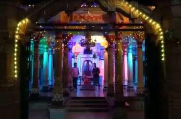 video : नवरात्र स्थापना से पूर्व भव्य रोशनी से नहाया मेनार का अम्बे माता मन्दिर , पांडाल बनाने बंगाल से आए कारीगर