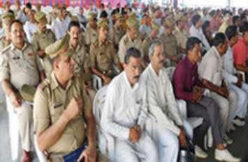 डीजीपी के आदेश के बाद एक्शन में आए डीएम और एसएसपी, पुलिसवालों के साथ ही आम जनता को सुनाया यह आदेश