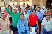 सम्पूर्णानंद संस्कृत विश्वविद्यालय में वेतन के लिए कर्मचारियों ने किया बहिष्कार, दिया धरना