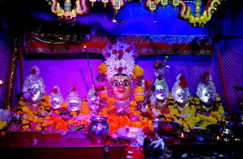 नवरात्री शुरू मंदिरो में भीड़