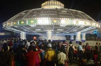 नवरात्रि की धूम - एयरकंडीशन पंडाल, बीच शहर में बन गया कलकत्ता