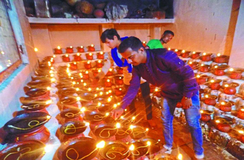 माता शैल पुत्री का चरण पखार जलाई मनोकामना ज्योत, मंदिर में बोए जंवारे