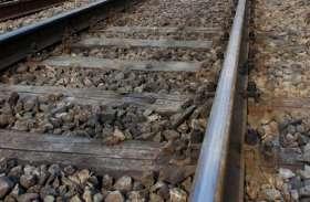 महिला और अधेड़ ने ट्रेन के आगे कूदकर की खुदकुशी