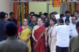 सोनिया और राहुल गांधी पहुंचे इलाहाबाद, आनंद भवन में हुआ भव्य स्वागत, देखें तस्वीरें