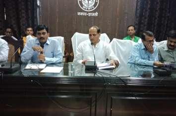 योगी के इस फायर ब्रांड मंत्री ने इस जिले में लगाई अधिकारियों की क्लास