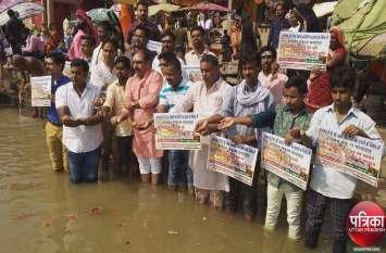 गुजरात में यूपी-बिहार के लोगों पर हमले के विरोध में युवक कांग्रेस ने काशी को PM मोदी से मुक्त करने का लिया संकल्प, किया ये काम