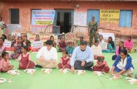 3 आईएएस ने नन्हीं बेटियों के साथ जमीन पर बैठकर खाया भोजन, परोसी मतदान की थाली