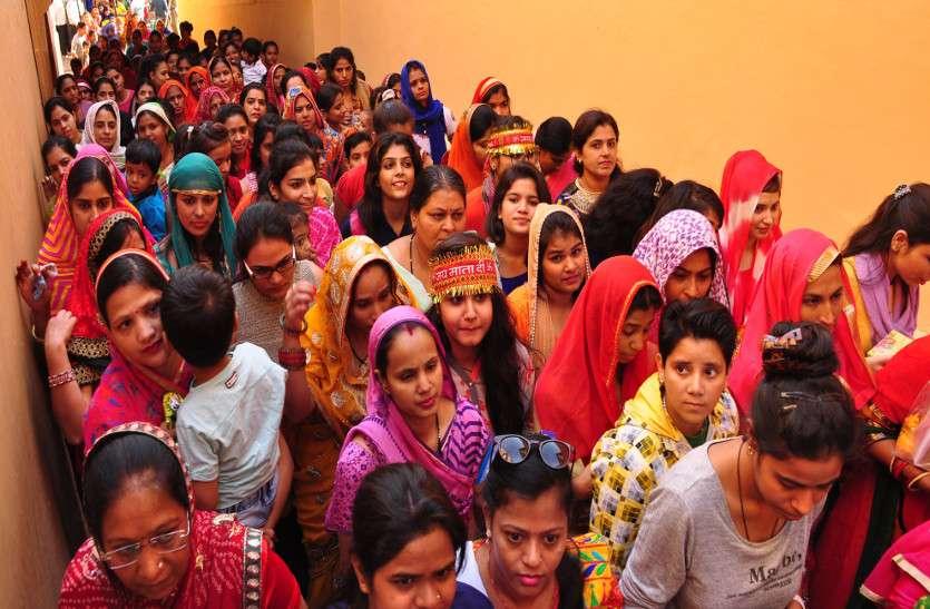 मां दुर्गा के जयकारों के साथ घट स्थापना