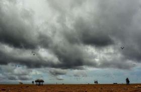 ओडिशा में कोहराम मचाने के बाद कमजोर पड़ रहा चक्रवात