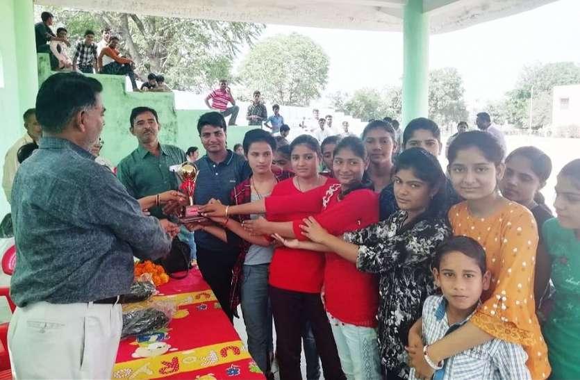 इस विद्यालय की बेटियों ने किया कमाल, एक साथ 10 ने राज्य प्रतियोगिता के लिए लगाई छलांग