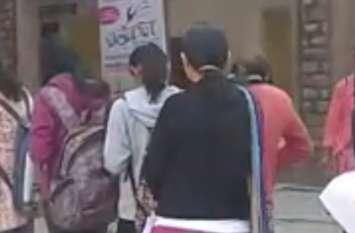 लड़की का आरोप, कॉलेज की लैब में अश्लील मूवी देखते हैं कर्मचारी