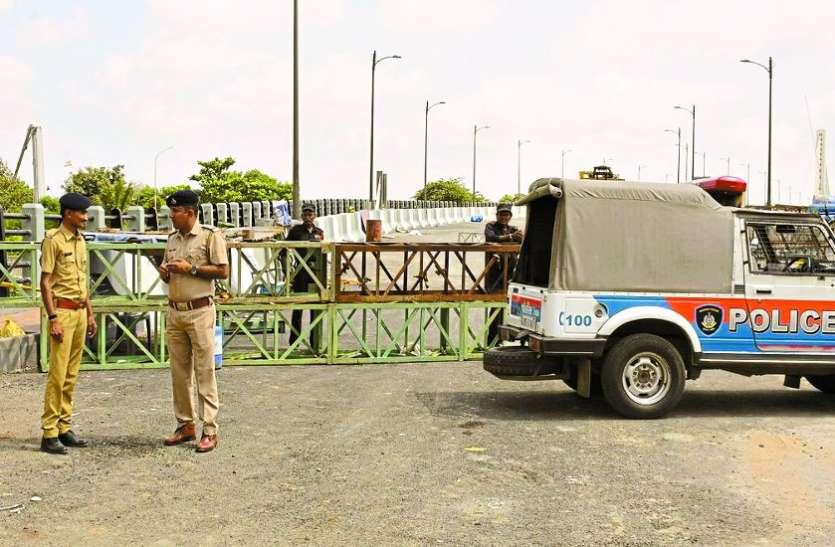 केबल ब्रिज का उद्घाटन करने पहुंचे पार्षद काछडिय़ा को लिया हिरासत में