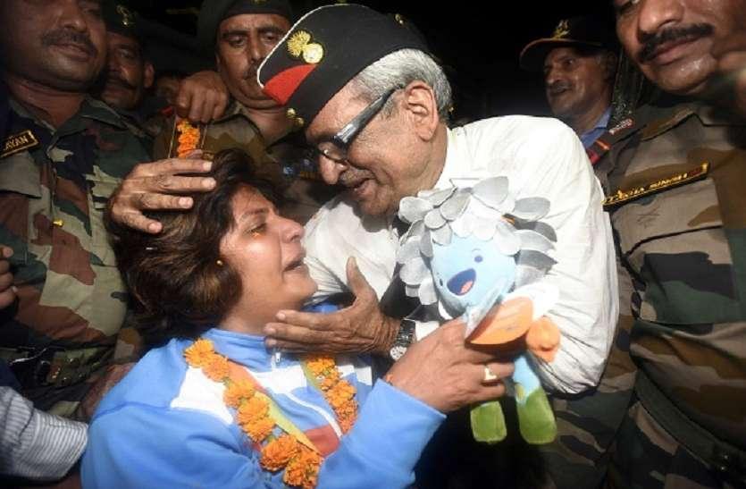 Para Asian Games :  डिस्कस थ्रो में कांस्य पदक जीत भावुक हुई दीपा, पिता को समर्पित किया मैडल