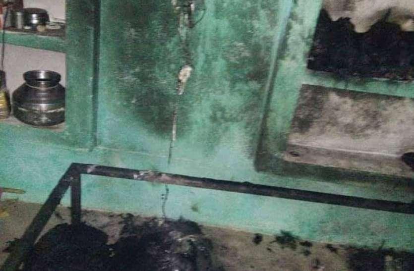 बिजली के बोर्ड में हुआ शॉर्ट सर्किट, पलंग पर लेटी दो माह की मासूम जिंदा जल गई