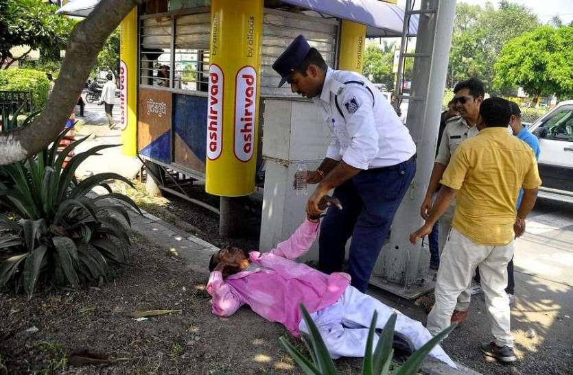 पुलिस ने की शराबी की सेवा