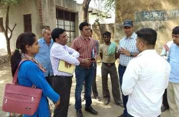 अलवर के इस गांव में जारी इन बीमारियों का प्रकोप, अब इस अधिकारी ने लिया जायजा