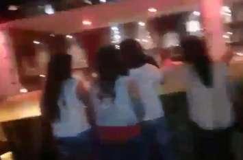गर्ल्स कॉलेज के समीप चल रहा था हुक्का बार, अचानक मची भगदड़