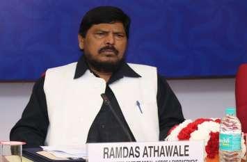 #MeToo: केंद्रीय मंत्री अठावले बोले- दोषी पाए जाने पर एमजे अकबर को देना चाहिए इस्तीफा, बीजेपी भी दे जवाब