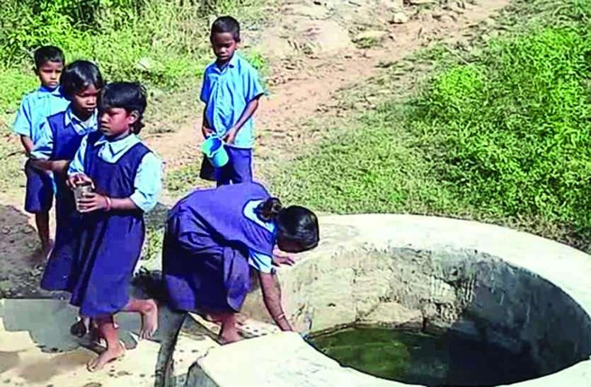 बुनियादी सुविधाओं के लिए आज भी मुंह ताक रहा है जिले का मनोरा ब्लॉक