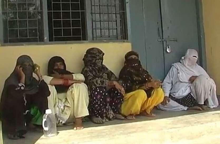 ये महिला चिकित्सक बनी है गरीबों की मसीहा, फिर इस बात पर सैकड़ों मरीज लिपटकर रो पड़े और कर दिया हंगामा