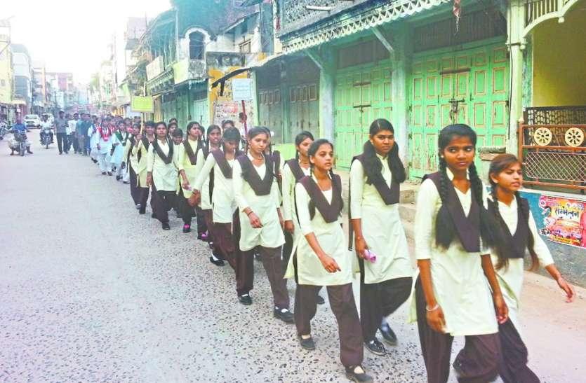 रन फॉर वोट करेगा आलीराजपुर में बड़ी संख्या में आमजन और विद्यार्थी हुए शामिल