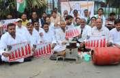 कांग्रेसियों ने भाजपा के अंदाज में ही किया यह अनोखा प्रदर्शन, कहा- मोदी सरकार अब तक की सबसे भ्रष्ट सरकार