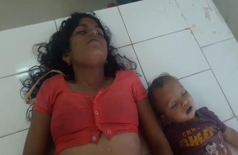 दर्दनाक मंझर: 14 महीने के बेटे को गिरता देख दौड़कर कुएं में ऐसे कूदी मां, देखे वीडियो..