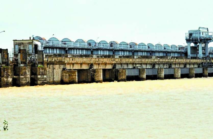 गंगरेल बांध के खजाने से बहा दिया गया आधा पानी