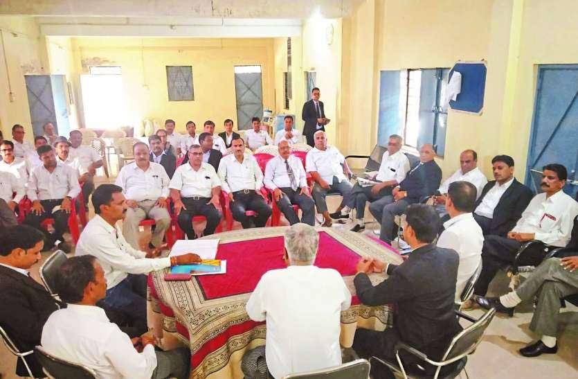 जावरा के वकीलों ने सीएसपी बागरी के खिलाफ  खोला मोर्चा, निंदा प्रस्ताव पारित