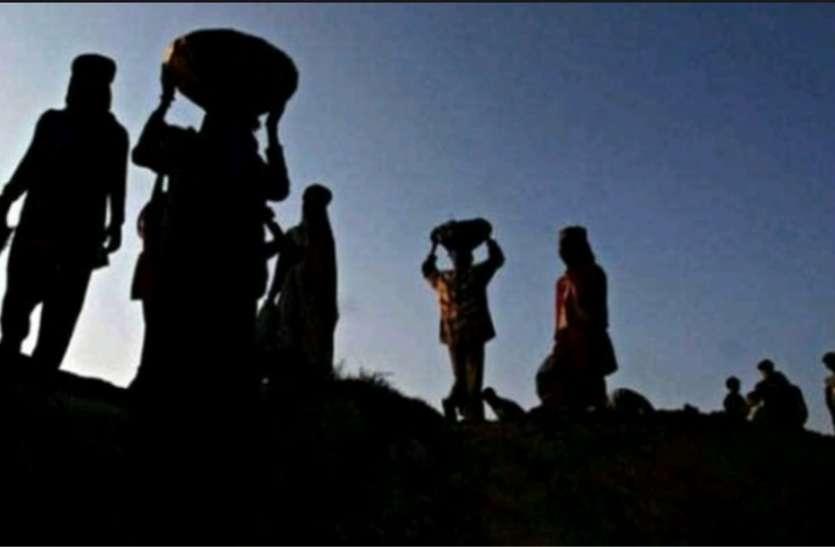 सर्विस केबल के नाम पर असंगठित मजदूरों से वसूल रहे डेढ़ हजार रुपए