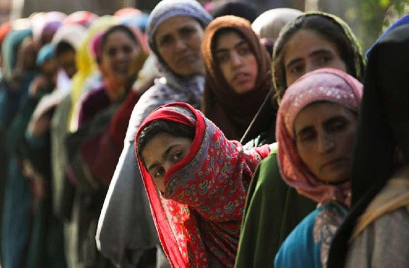 जम्मू कश्मीर निकाय चुनाव का तीसरा चरण: सांबा में टूटा रिकॉर्ड, 2 बजे तक 74 फीसदी मतदान