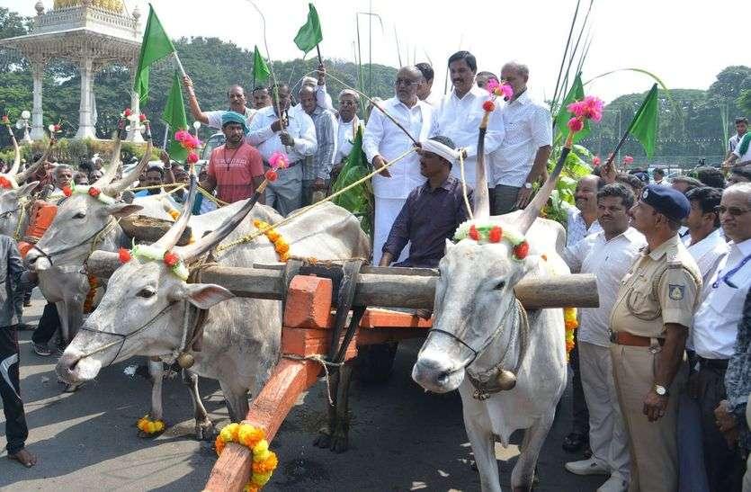 MYSURU DASARA : कृषि मंत्री बने गाड़ीवान