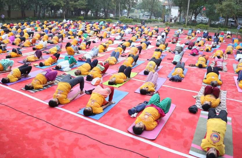शिक्षण संस्थानों में अनिवार्य होगा योग : देवेगौड़ा