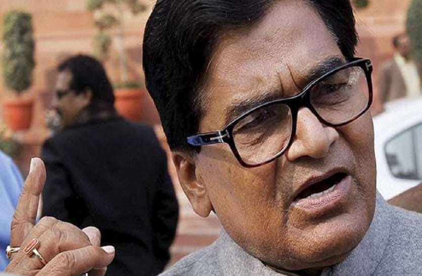 सपा नेता रामगोपाल की गैर मौजूदगी से अखिलेश समर्थक बेचैन
