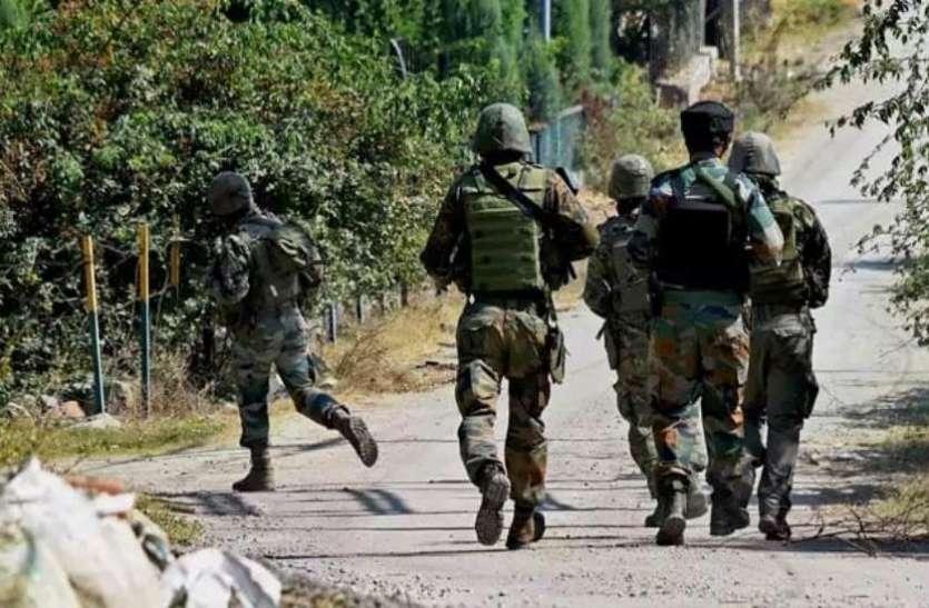 जम्मू-कश्मीर के पुलवामा में सुरक्षा बलों ने दो आतंकियों को किया ढेर, मुठभेड़ जारी